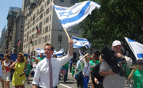 Anthony Weiner marching in the Salute to Israel Parade Sunday.