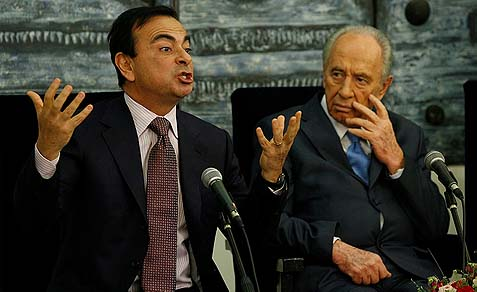 Israeli President Shimon Peres staring with mild shock at the excitable CEO of automobile manufacturers Renault and Nissan French Carlos Ghosn, whose companies teamed up with Shai Agassi's Better Place of Palo Alto, California.