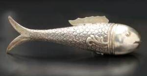 Oriental Silver Filigree Fish-Form Spice Container (1912). Courtesy Kestenbaum & Company.