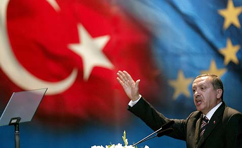 Erdoğan's raucous style of speaking, the dismissive way he treats his political opposition, his attention to religious trappings and his activist foreign policy in the Middle East arouses concerns among his opposition that he is trying to restore the Ottoman Empire and become a modern-day sultan.