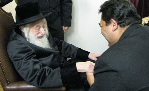 Rev. Erick Salagado holding the Skulener Rebbe's hand