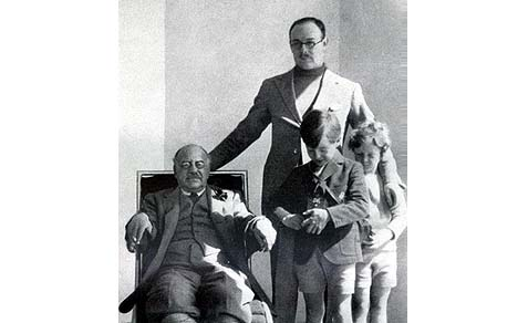 Henry Ludwig Mond, 2nd Baron Melchett, with his father and two sons.