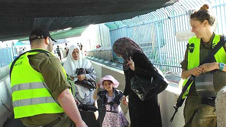 Palestinians cross into Israel for Ramadan. Photo credit: IDF