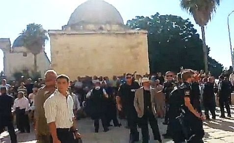 Muslim mobs force police to eject Jews from Temple Mount on Monday, the day before Tisha B'Av