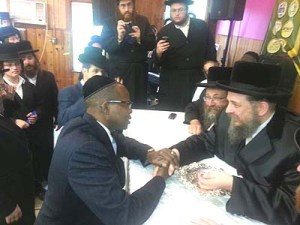 ken-thompson-visits-brooklyns-jewish-community-04