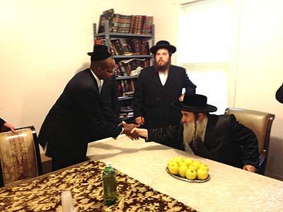 ken-thompson-visits-brooklyns-jewish-community-07