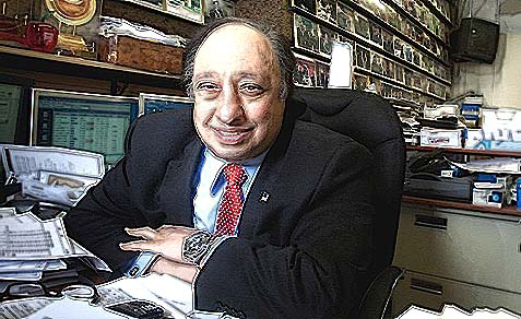 Greek American billionaire John Catsimatidis in $99 suit.