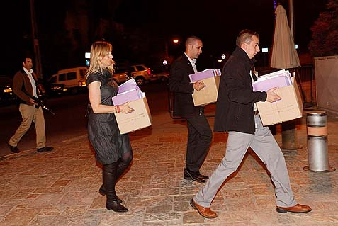 In October, 2011, Emi Palmor (in the dress), head of pardons at the Israeli Justice Ministry, arrived at President Shimon Peres' residence with boxes full of files of Palestinian prisoners to be released in the Gilad Shalit deal. Now it appears that Emi and Shimon have worked out a quick release plan, this time without any deal whatsoever.