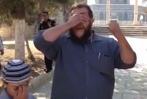 "Jew recites the ""Shema"" prayer on the Temple Mount."