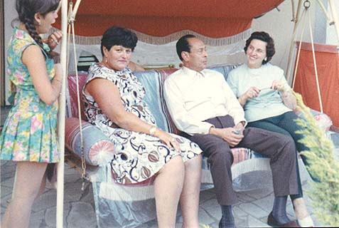 In 1969, Dr. doctor Mohamed Helmy and his wife (right) hosted the woman he saved, Anna Boros-Gutman and her daughter in Berlin.
