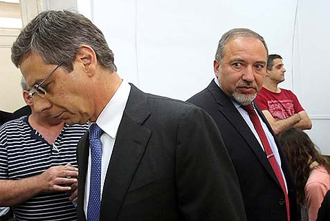 Former Deputy Foriegn Minister Danny Ayalon (L), in the role of a witness against his boss, Foreign Minister Avigdor Liberman (R) who is looking at him meaningfully.