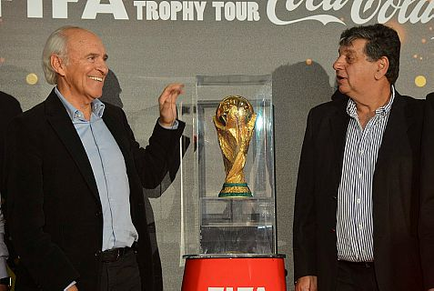 "Israeli soccer legend Mordechai Spiegler (L) and Yitzchak Shum ""worshiping"" the Golden Trophy"