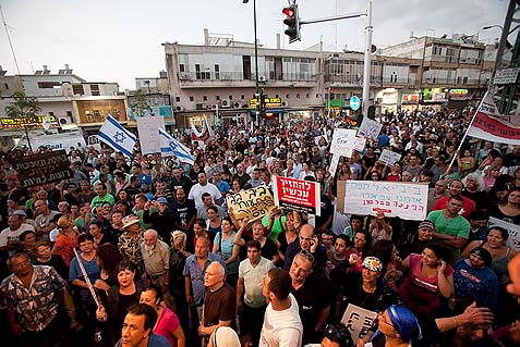 A rally in a poor south-Tel Aviv neighborhood against the invasion by illegal African migrants. This is not violence, it's the right to demonstrate.