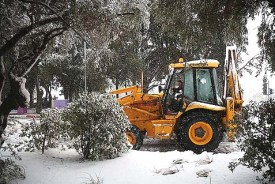A snow plow clearing the entrance to the Yemin Moshe neighborhood in Jerusalem during the major snow storm that hit the capital on Friday, December 13. Israelis are pointing the finger at government, but much of the disaster could have been avoided with better individual preparedness.