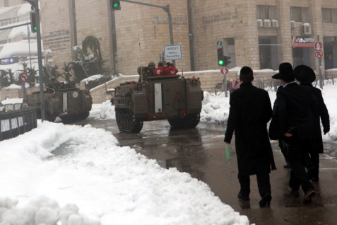 IDF troops assisting in restoring power to Jerusalem.