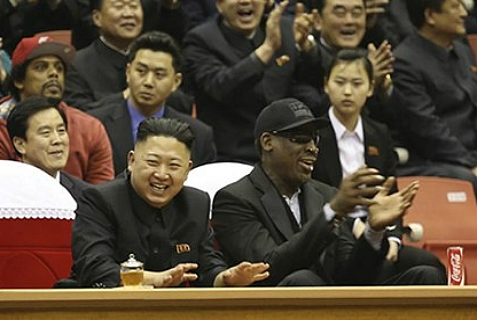Kim Jung Un (l) and Dennis Rodman enjoying a basketball game