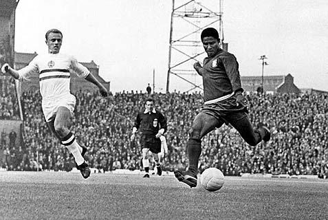 Eusebio (R) in 1966