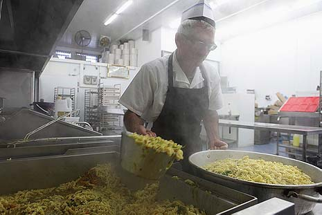 Food preparation at a soup kitchen run by Rabbi Pinto's charity in Ashdod. Photo by Yaakov Naumi/Flash90.