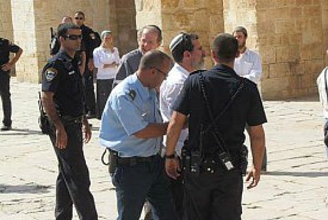Jews arrested for violating the rule against prayer on Temple Mount.