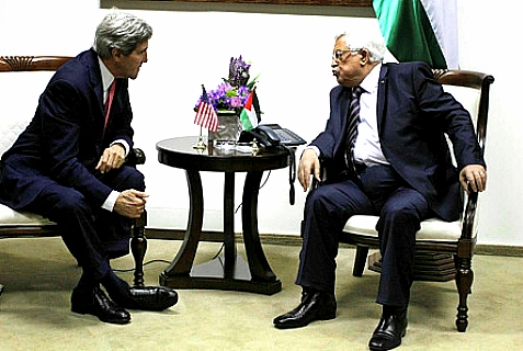 US Secretary of State John Kerry (L) and acting Palestinian Authority leader Mahmoud Abbas meet, Dec. 5, 2013.