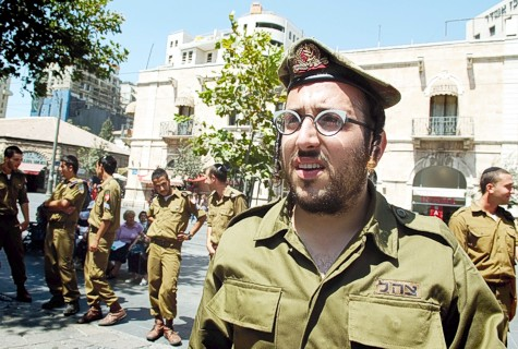Lipa Schmeltzer dressed up as an IDF soldier for a music video.