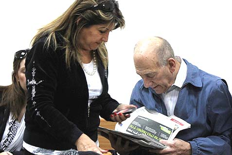 Former Israeli Prime Minister Ehud Olmert and his former aid Shula Zaken in Jerusalem District Court, December 8, 2011. Back then Zaken was still on the team, but as the noose became tighter, the team decided she should be the fall girl. She balked.