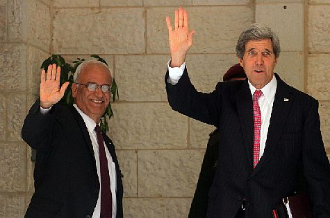 PA chief negotiator Saeb Erekat with US Secy of State John Kerry in Ramallah in January 2014.