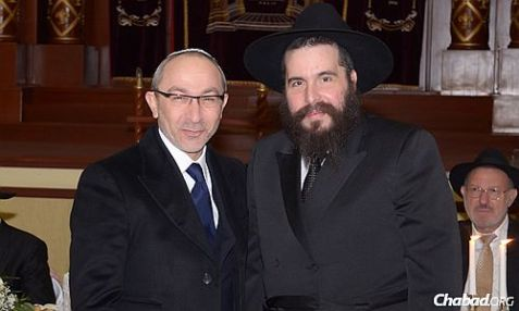 Kharkov Mayor Gennady Kernes and Chabad-Lubavitch Rabbi Moshe Moskowitz.