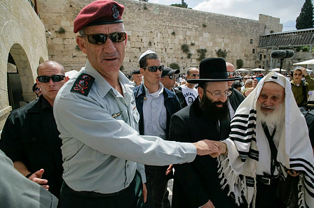 Chief of General Staff of the Israel Defense Forces Benny Gantz in Jerusalem, at the Kotel, on May 19, 2014.