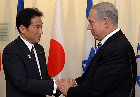 Israel's Prime Minister Benjamin Netanyahu shakes hands with Japanese Foreign Minister Fumio Kishida at the PM's office in Jerusalem, on July 24, 2013.