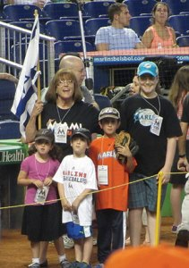 L-R along rope: Devorah Benveniste, Cole Benveniste-Plitt, Jacob Benveniste and Jack Benveniste-Plitt at Miami Marlins' Jewish Heritage Day.