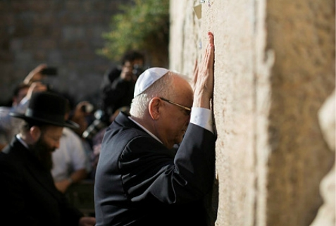 Newly elected president Reuven (Ruby) Rivlin prays at the Western Wall in Jerusalem old city on June 10, 2014. Likud Party Knesset Member Reuven (Ruby) Rivlin, 74, on Tuesday afternoon won a Knesset vote to become the 10th President of the State of Israel.  Yonatan Sindel/Flash90
