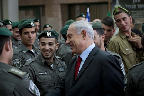 Prime Minister Netanyahu speaks to Border Police troops.