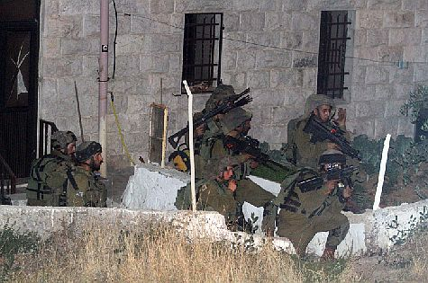 IDF soldiers search for kidnapped Israeli teens in Ramallah.