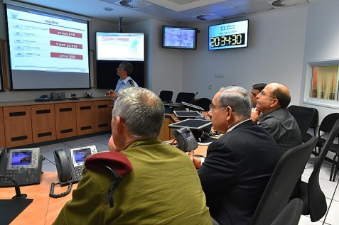 Prime Minister Benjamin Netanyahu (C), Defense Minister Moshe Boogie Yaalon (R), and IDF Chief of Staff, Benny Gantz seen during a meeting at the situation room of the Israeli Air Force.