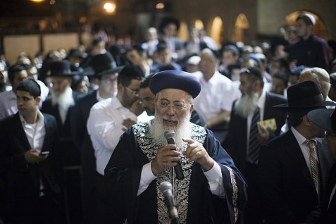 Former Sephardi Chief Rabbi Shlomo Amar leads a mass prayer at the Western Wall, as he prays for the safety of IDF soldiers operating in the Gaza Strip and on the Israeli Gaza Border at Operation Protective Edge.