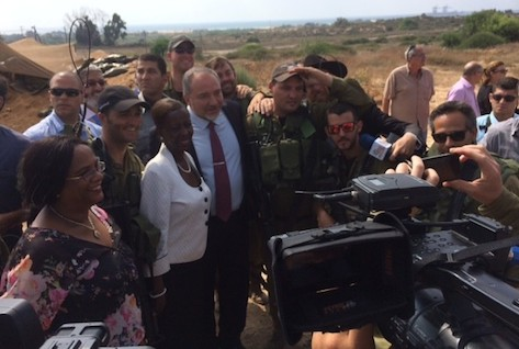 Foreign Ministers Liberman and Mushikiwabo at Kibbutz Zikkim