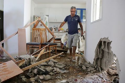 Ashkelon home damaged in missile attack from Gaza on the eighth day of Operation Protective Edge, in July 2014. (archive)