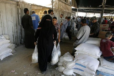 Gazans getting supplies from UNRWA in Rafah.