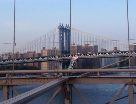 This summer, a protest group hung the Palestinian Authority flag on the Brooklyn Bridge, a main artery into Manhattan from the borough. (archive)
