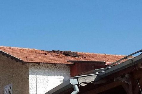 House in Sderot struck by Qassam rocket fired from Gaza on Friday, August 8, 2014. Israel Police.