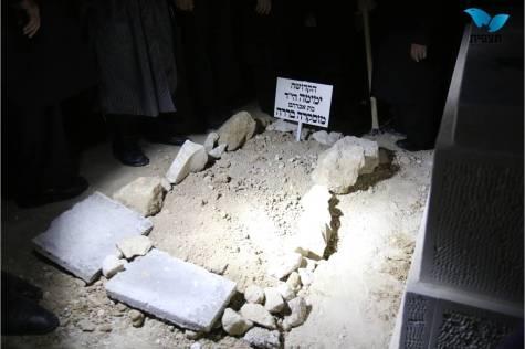 Karen Yemima - Funeral - Burial 2