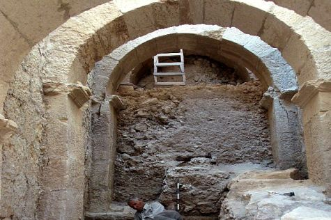 Unique palace entry complex discovered at Herodian Hilltop Palace by Hebrew University archaeologists.