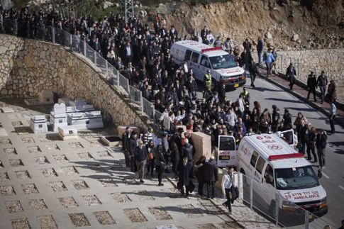 Thousands of people attend the funeral ceremony of the four Jewish victims in the Paris Kosher Market terror attack at Har HaMenuchot cemetery in Jerusalem, on January 13, 2015.