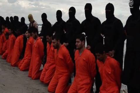 Daesh (ISIS) appears to behead 21 Coptic Christians at the Libyan seashore. (video screenshot)
