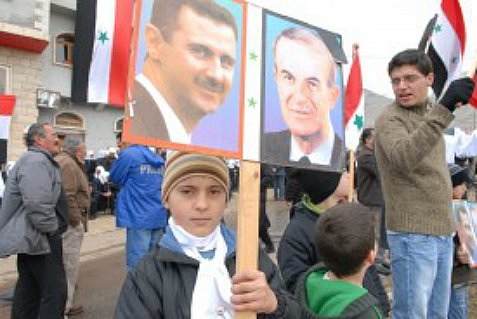 Druze from the Golan Heights gather in the village of Majdal Shams holding up signs of support for Assad. (Archive: 2012)