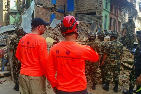 Working with Nepalese authorities: Members of the IsraeLife delegation join in rescue efforts with Nepalese authorities.