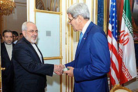 US Secy of State John Kerry and Iranian Foreign Minister Javad Zarif shake hands.