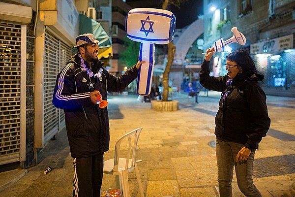 An Israeli hobby on Yom Ha'Atzmaut - hitting each other over the head with a plastic hammer.