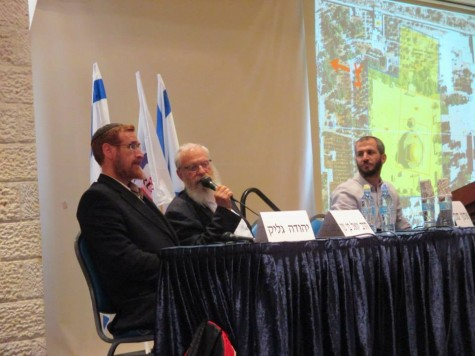 (From left to right) Yehuda Glick, Rav Yoel Bin-Nun, moderator- Arnon Segel